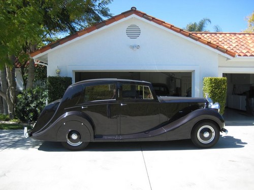 1951 Rolls Royce Silver Wraith WOF1 side view on driveway
